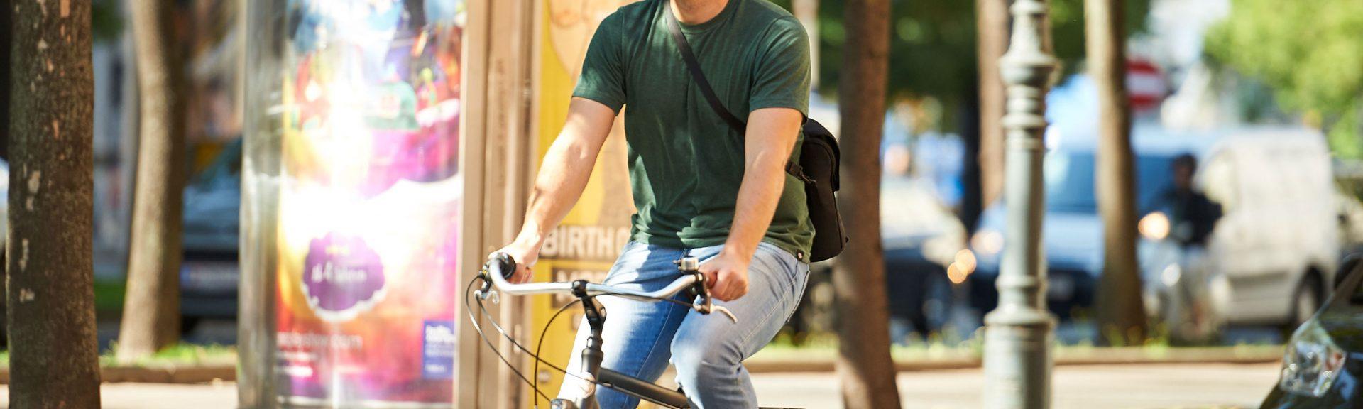 ARTUS Startup Gründer beim Fahrrad fahren